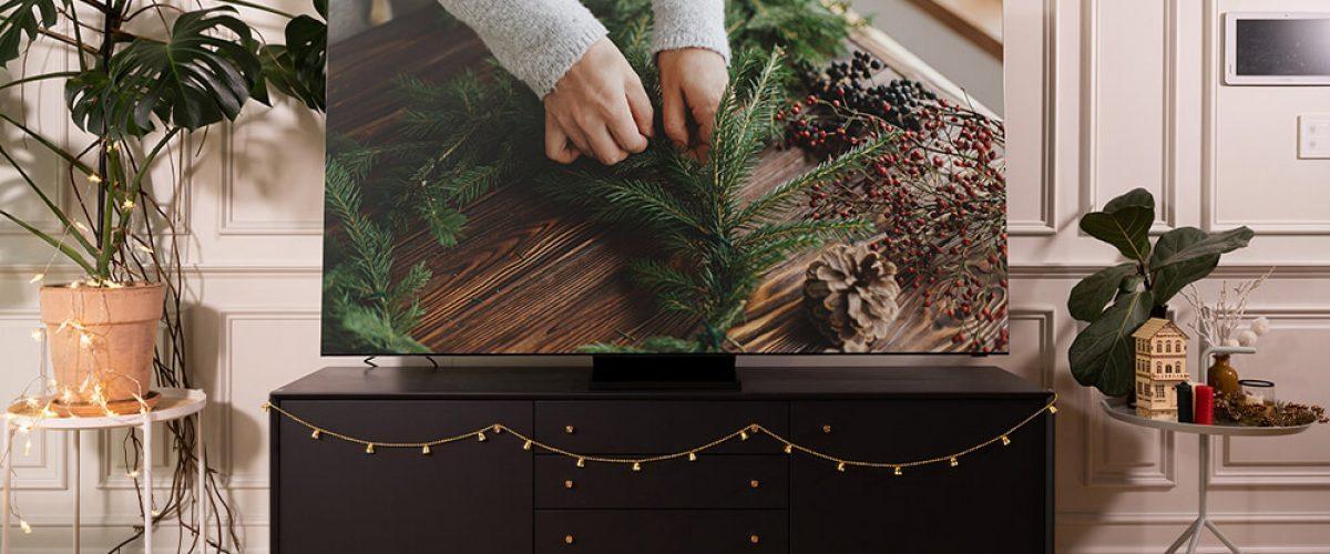 Holiday Series Pt 2 QLED TV_main_2