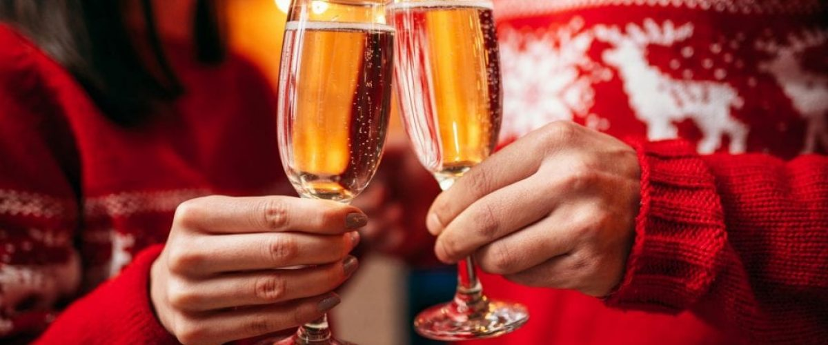 couple-holds-glasses-with-champagne-christmas-P4QBPV2